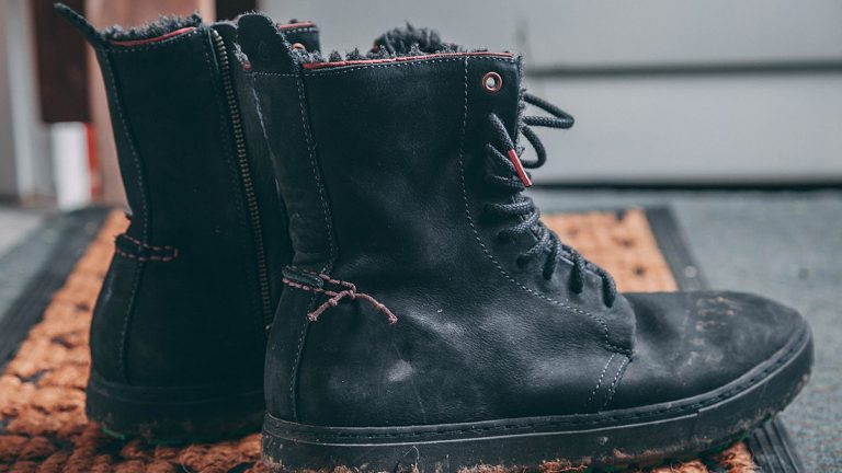 How to Stretch Rubber Boots to Fit