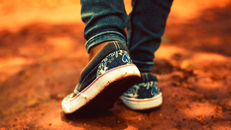 How To Keep Shoes From Creasing When Walking